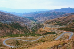 Arménie, cestou k jezeru Sevan, průsmyk Sulema, 2410m.n.m.